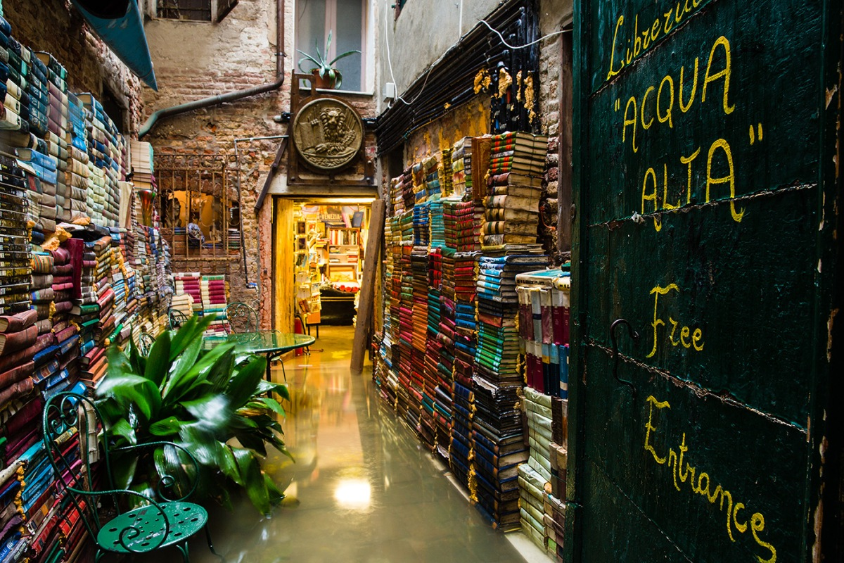 Libreria Acqua Alta - an original bookshop in Venice
