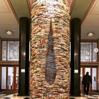 Prague : un puits de livres incroyable dans une bibliothèque